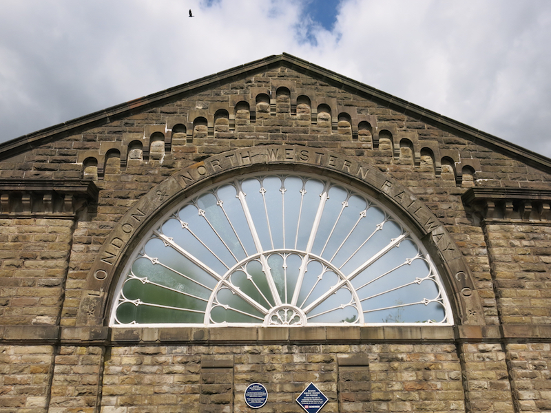 Station fan window