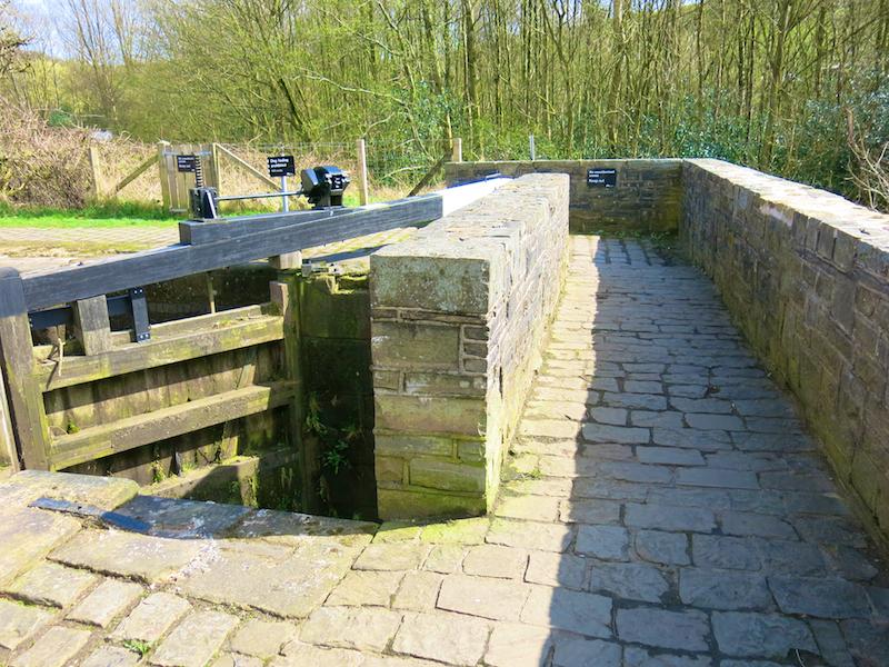 Cross bridge by lock 48