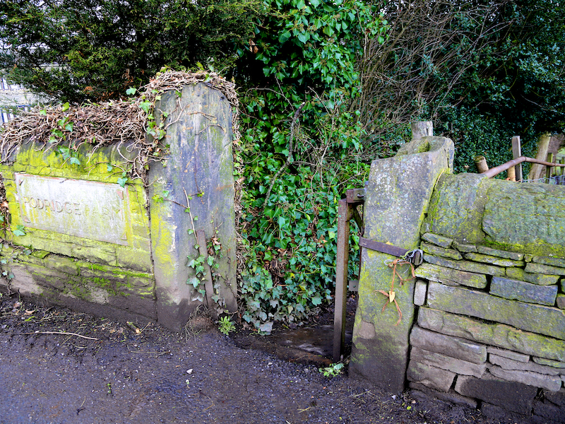 Footpath by Rodridge Farm sign